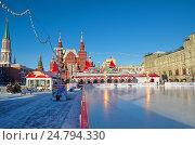 Купить «Москва. ГУМ-каток на Красной площади», эксклюзивное фото № 24794330, снято 7 декабря 2016 г. (c) Елена Коромыслова / Фотобанк Лори