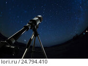 Telescope pointed to the clear night sky and stars. Стоковое фото, фотограф Сергей Новиков / Фотобанк Лори