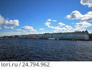 Река Нева. Зимний дворец в Санкт-Петербурге (2016 год). Стоковое фото, фотограф Инесса Гаварс / Фотобанк Лори