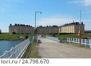 Жилые дома в Суоменлинне. Вид с моста. Финляндия (2013 год). Стоковое фото, фотограф Юлия Франтова / Фотобанк Лори