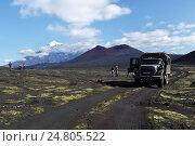 Купить «Автомобиль ЗИЛ-131 (вахтовка) на горной дороге на фоне вулканов Камчатки», фото № 24805522, снято 27 августа 2014 г. (c) А. А. Пирагис / Фотобанк Лори