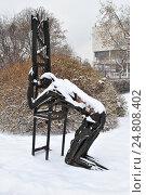 """Купить «Скульптура """"Наследник века"""" (скульптор А. С. Григорьев, 1987 год, металл) в парке искусств """"Музеон"""" в Москве», эксклюзивное фото № 24808402, снято 3 декабря 2016 г. (c) lana1501 / Фотобанк Лори"""