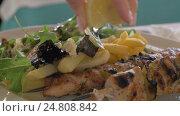 Купить «Close up view of meal on the plate, that woman waters lemon juice. potatoes, salad and chicken barbecue», видеоролик № 24808842, снято 12 декабря 2016 г. (c) Данил Руденко / Фотобанк Лори