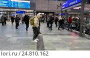 Купить «Passengers walking at the main railway station of Vienna», видеоролик № 24810162, снято 20 декабря 2016 г. (c) Антон Гвоздиков / Фотобанк Лори