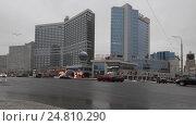 Купить «Автомобили двигаются на Новом Арбате, город Москва. Камера медленно двигается слева на право», эксклюзивный видеоролик № 24810290, снято 3 января 2017 г. (c) Дмитрий Неумоин / Фотобанк Лори