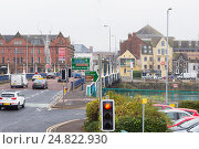Купить «Движение по мосту, Белфаст», фото № 24822930, снято 29 октября 2016 г. (c) Ольга Марк / Фотобанк Лори