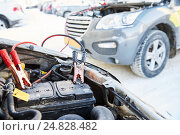 Купить «Charging automobile discharged battery by booster jumper cables at winter», фото № 24828482, снято 8 января 2017 г. (c) Дмитрий Калиновский / Фотобанк Лори