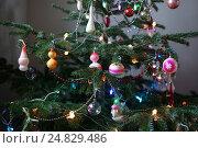 Старые советские рождественские украшения на елке. Стоковое фото, фотограф Ткачёва Ольга / Фотобанк Лори