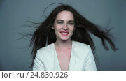Купить «Video of brunette happy smiling woman making wink with green eyes and streaming hair», видеоролик № 24830926, снято 29 ноября 2016 г. (c) Serg Zastavkin / Фотобанк Лори