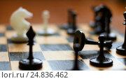 Chessboard and chess pieces. Стоковое видео, видеограф Сергей Кальсин / Фотобанк Лори