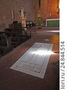 Certaldo, Italy, tomb of Saint Julia of Certaldo in the church SS Jacopo e Filippo (2016 год). Редакционное фото, агентство Caro Photoagency / Фотобанк Лори