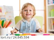 Купить «cute child little boy drawing with felt-tip pen in kindergarten classroom», фото № 24845594, снято 17 декабря 2016 г. (c) Оксана Кузьмина / Фотобанк Лори