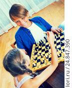 Купить «Brother and sister playing chess», фото № 24847390, снято 26 марта 2019 г. (c) Яков Филимонов / Фотобанк Лори