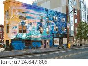 Граффити на стене дома. Jersey City. Newark Ave. St (2016 год). Редакционное фото, фотограф Краснощеков Сергей / Фотобанк Лори