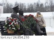 Купить «Памятника С.П.Королеву и космонавту Ю.А.Гагарину в городе Королев», фото № 24854210, снято 12 января 2017 г. (c) Антон Белицкий / Фотобанк Лори
