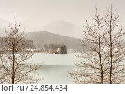 Купить «Церковь святого Фанурия на озере Фенеос (горная Коринфия, Греция)», фото № 24854434, снято 7 января 2017 г. (c) Татьяна Ляпи / Фотобанк Лори