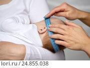 Купить «close up of hands with tape measuring baby head», фото № 24855038, снято 23 ноября 2016 г. (c) Syda Productions / Фотобанк Лори