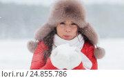 Купить «happy woman playing with snow outdoors in winter», видеоролик № 24855786, снято 12 января 2017 г. (c) Syda Productions / Фотобанк Лори