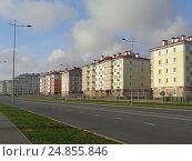 Купить «Жилые дома и отели вдоль дороги в новом городском районе, Адлер», фото № 24855846, снято 12 ноября 2016 г. (c) DiS / Фотобанк Лори