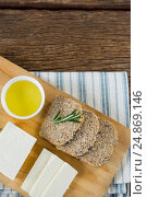 Купить «Gouda cheese, brown bread slices and lime juice on chopping board», фото № 24869146, снято 16 сентября 2016 г. (c) Wavebreak Media / Фотобанк Лори