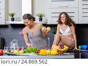 Купить «Portrait of Two twin sisters having fun in the morning preparing breakfast», фото № 24869562, снято 14 января 2017 г. (c) Антон Гвоздиков / Фотобанк Лори