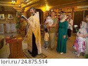 Купить «Обряд крещения ребенка в православной церкви», фото № 24875514, снято 28 мая 2016 г. (c) Анастасия Улитко / Фотобанк Лори