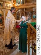 Купить «Обряд крещения ребенка в православной церкви», фото № 24875562, снято 28 мая 2016 г. (c) Анастасия Улитко / Фотобанк Лори