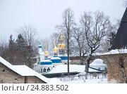 Купить «Walk on Pskovo- Pechersky Monastery in winter», фото № 24883502, снято 4 января 2017 г. (c) Анна Костенко / Фотобанк Лори