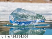 Купить «Лед на поверхности озера Байкал», фото № 24884666, снято 21 ноября 2017 г. (c) Владимир Пойлов / Фотобанк Лори