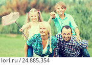 Купить «Family with kids enjoying vacation in village», фото № 24885354, снято 7 июля 2020 г. (c) Яков Филимонов / Фотобанк Лори