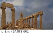 Купить «Ancient Greek Temple of Juno (V-VI century BC), Valley of the Temples, Agrigento, Sicily. The area was included in the UNESCO Heritage Site list in 1997», видеоролик № 24889662, снято 18 января 2017 г. (c) Владимир Журавлев / Фотобанк Лори
