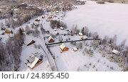Купить «Российская деревня на берегу озера», видеоролик № 24895450, снято 17 января 2017 г. (c) Кекяляйнен Андрей / Фотобанк Лори
