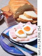 Купить «Завтрак. Хлеб, яйцо и грудинка», эксклюзивное фото № 24898254, снято 19 января 2017 г. (c) Яна Королёва / Фотобанк Лори