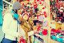 Glad woman with small daughter in market, фото № 24900270, снято 20 января 2017 г. (c) Яков Филимонов / Фотобанк Лори