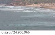 Купить «Atlantic surf waves, Algarve, Portugal», видеоролик № 24900966, снято 16 января 2017 г. (c) Юрий Брыкайло / Фотобанк Лори