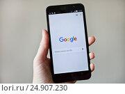 Купить «Экран приложения Google», фото № 24907230, снято 20 января 2017 г. (c) Victoria Demidova / Фотобанк Лори