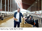 Купить «farmer with clipboard and cows in cowshed on farm», фото № 24921918, снято 12 августа 2016 г. (c) Syda Productions / Фотобанк Лори