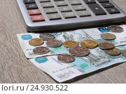 Купить «Деньги и калькулятор», эксклюзивное фото № 24930522, снято 23 января 2017 г. (c) Яна Королёва / Фотобанк Лори