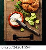 Купить «Homemade bread loaf and fresh ingredients for making vegetarian sandwiches», фото № 24931554, снято 19 января 2017 г. (c) Наталия Кленова / Фотобанк Лори