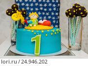 Самодельный торт с цифрой единица на боку (2016 год). Редакционное фото, фотограф Игорь Низов / Фотобанк Лори