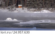 Купить «Ледоход на реке Катунь, Алтай / Bathhouse on the bank of winter Katun river with floating of ice in water», видеоролик № 24957630, снято 23 января 2017 г. (c) Serg Zastavkin / Фотобанк Лори