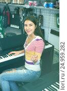 Купить «Girl selecting control keyboard», фото № 24959282, снято 19 августа 2018 г. (c) Яков Филимонов / Фотобанк Лори