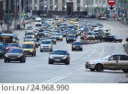 Купить «Плотное движение машин на Театральном проезде в Москве», эксклюзивное фото № 24968990, снято 18 января 2017 г. (c) lana1501 / Фотобанк Лори