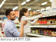 Купить «father with child buying food at grocery store», фото № 24977726, снято 21 октября 2016 г. (c) Syda Productions / Фотобанк Лори