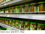 jars of pickles on grocery or supermarket shelves. Стоковое фото, фотограф Syda Productions / Фотобанк Лори