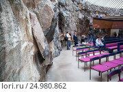 Купить «Каменные стены лютеранской приходской церкви Темппелиаукио в Тёёлё, Хельсинки. Храм, вырубленный в скале. Финляндия», фото № 24980862, снято 17 сентября 2016 г. (c) Кекяляйнен Андрей / Фотобанк Лори