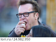 Купить «Tom Arnold out at the Rose Bowl Game. The Stanford Cardinal defeated the Iowa Hawkeyes by the final score of 45-16 in the 102nd Rose Bowl Game in Pasadena...», фото № 24982950, снято 1 января 2016 г. (c) age Fotostock / Фотобанк Лори