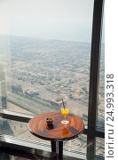 """Самый высокий ресторан в мире """"Atmosphere"""" на башне Burj Khalifa. Дубай (2013 год). Редакционное фото, фотограф Борис Сунцов / Фотобанк Лори"""