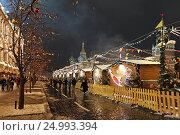 Купить «Иллюминация новогодней ГУМ-Ярмарки на Красной площади. Город Москва», эксклюзивное фото № 24993394, снято 28 января 2017 г. (c) Алексей Гусев / Фотобанк Лори