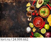 Купить «Green Homemade Guacamole with Tortilla Chips, Salsa and tequila shots», фото № 24999662, снято 6 декабря 2016 г. (c) Наталия Кленова / Фотобанк Лори
